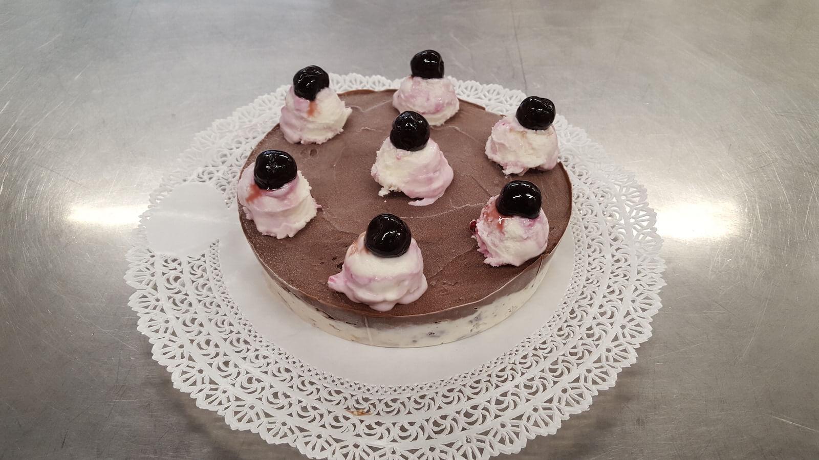 Bar Gelateria Lurisia torta gelato